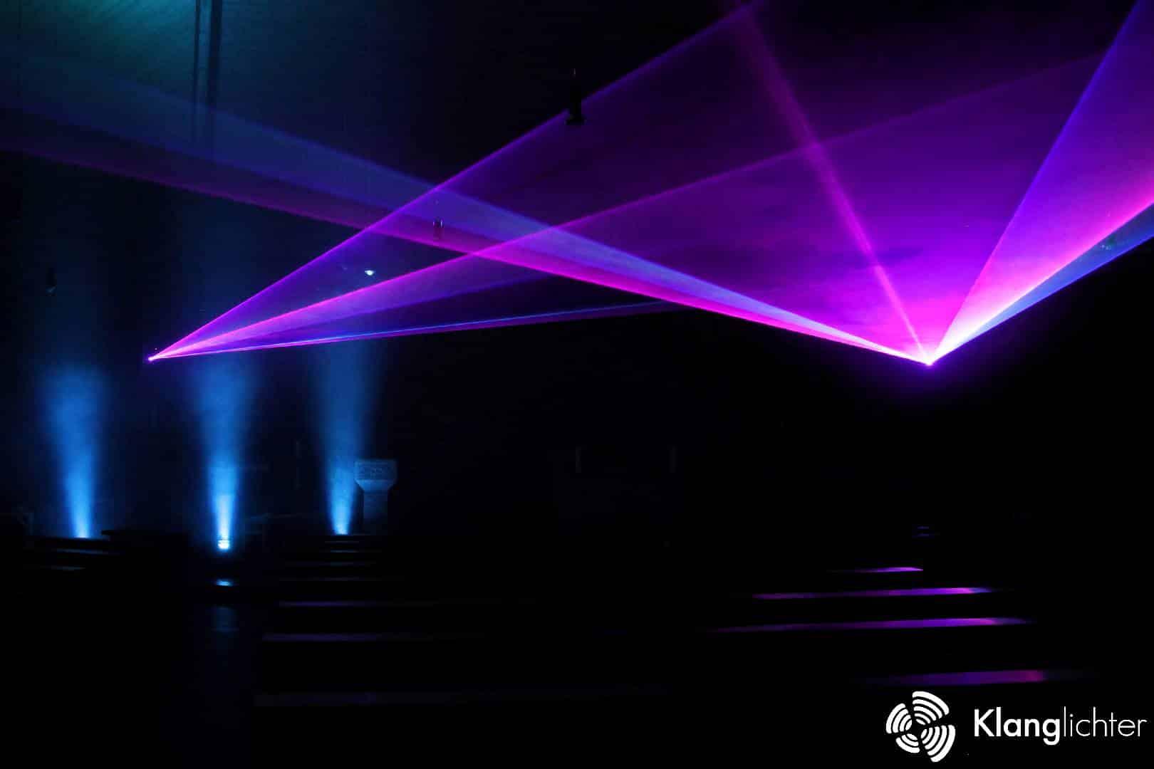 Meditative Lasershow anlässlich 50 Jahre St. Franziskus