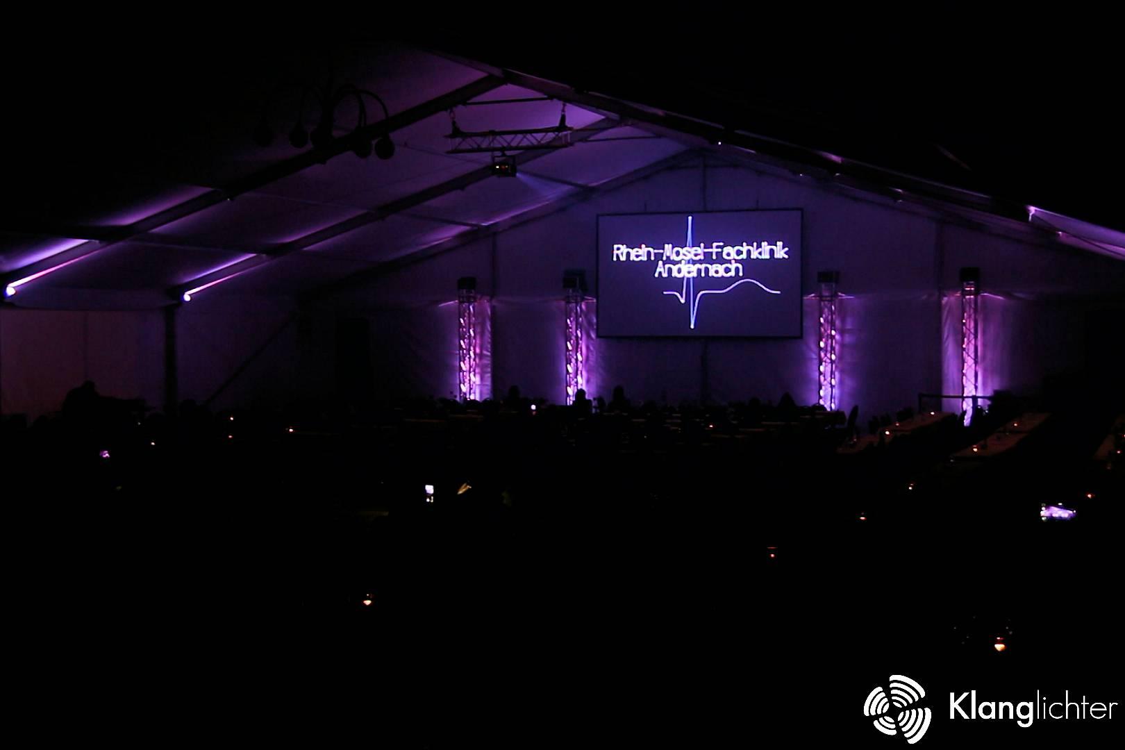 CORPORATE Lasershow: Sommerfest der Rheinmosel-Fachklinik-Andernach - Firmenlogo mit Pulsschlag