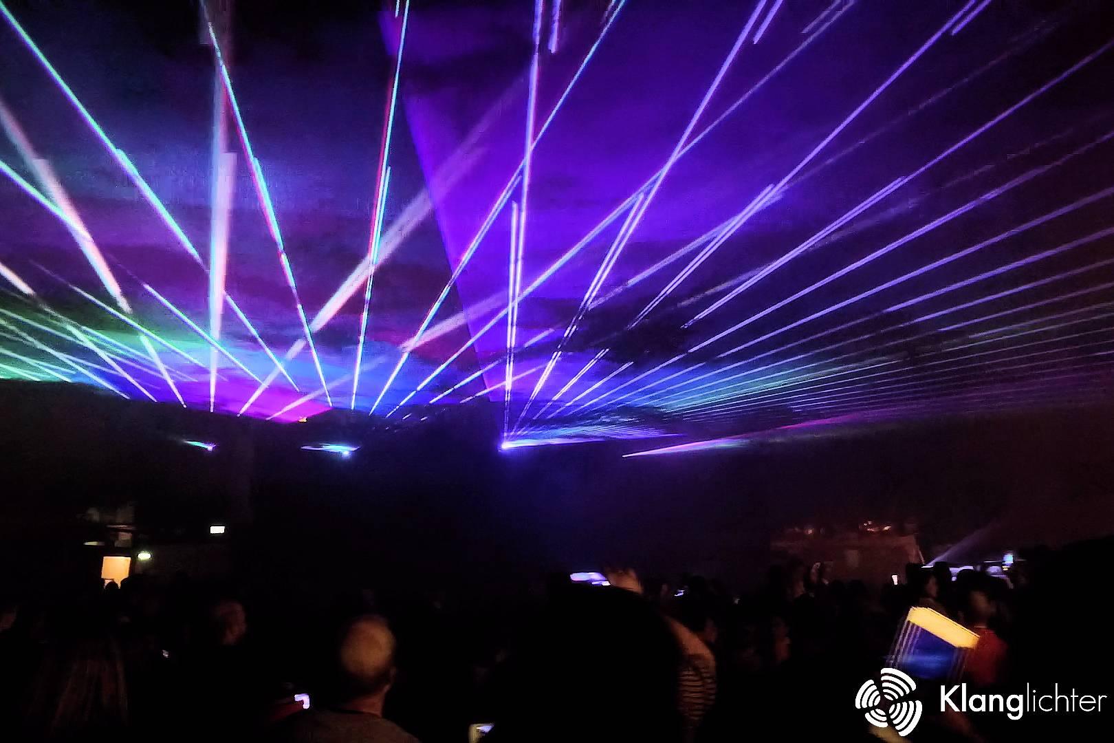 ATMO Lasershow: Lasershow zum Abschluss des Stadtfest in Lohmar - Spektakuläre Show Strahlen