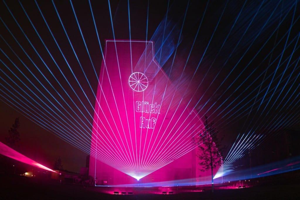 Lasershow Projektion auf Förderturm
