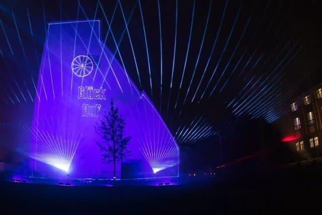 Laser Grafik Projektion auf ein Gebäude