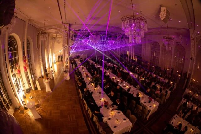 Funkenregen Effekt in der Flora Köln mit Lasershow
