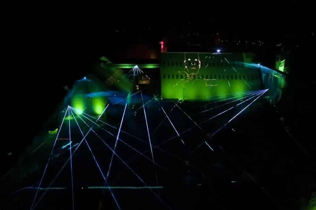 Lasershow mit Drohnenaufnahme